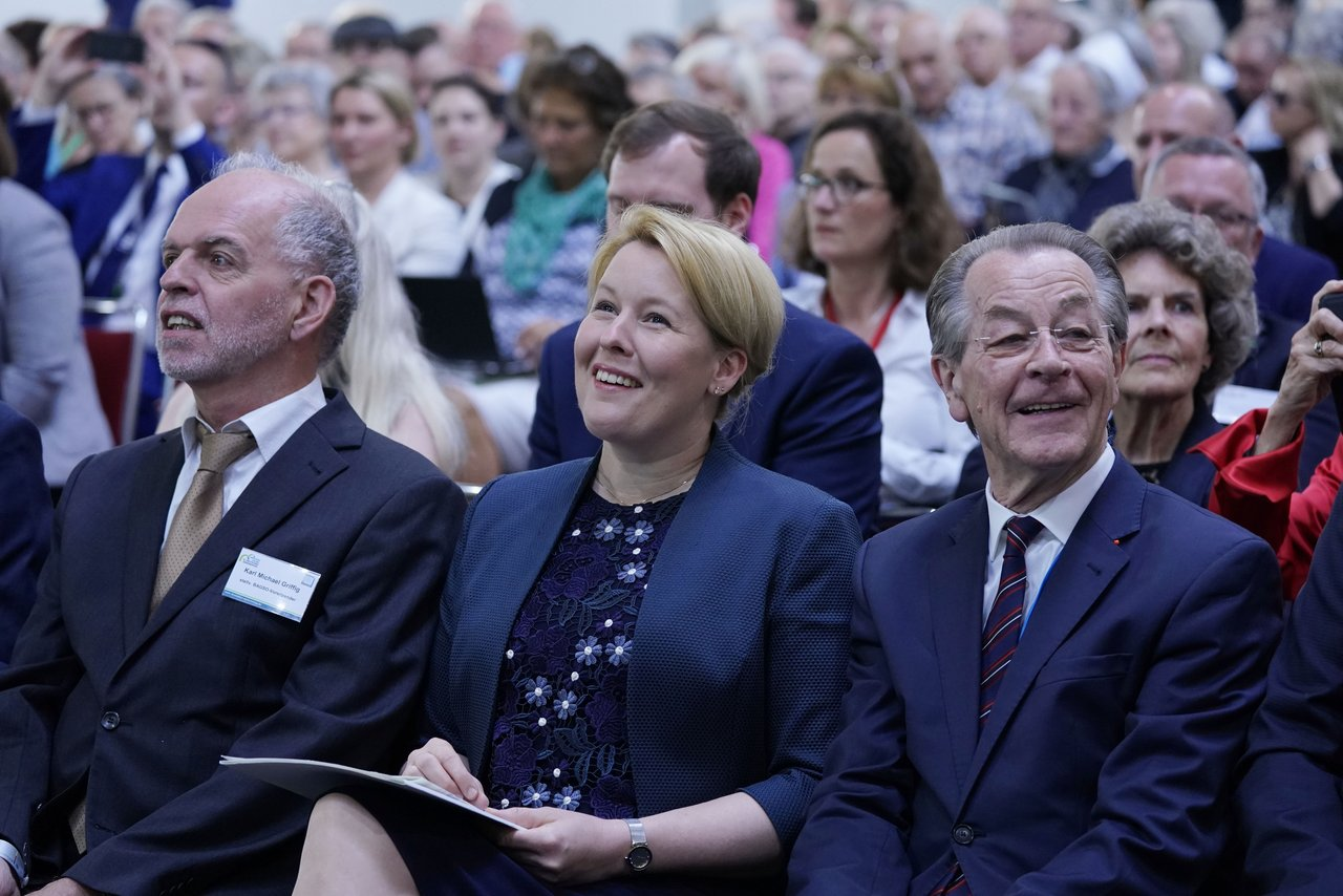 Karl Michael Griffig, deputy chairman of BAGSO, Franziska Giffey, the Federal Minister for Family Affairs, Senior Citizens, Women and Youth and Franz Müntefering, chairman of BAGSO sitting in the audience